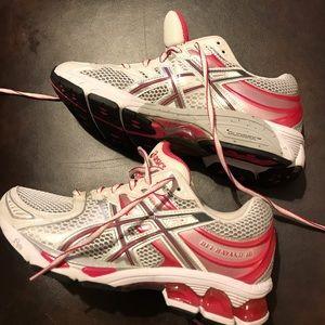 Ladies ASICS tennis shoes. Pink & White
